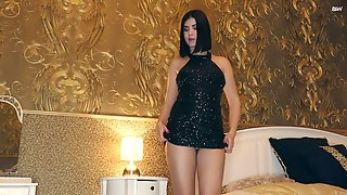 Young brunette Lady Dee is playing with sweet looking punani